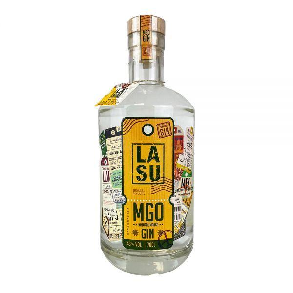 LA SU Gin hat kraftvolle 43 % vol. und besticht durch eine dezente frische Note. Der fruchtige Geschmack von Mango gleicht die herben Aromen der Wacholder aus. Die Entwicklung der exotischen Rezeptur basiert ausschließlich auf den hochwertigsten Ingredienzen. Begebe auch Du Dich auf die Reise und genieße ein einzigartiges Geschmackserlebnis.